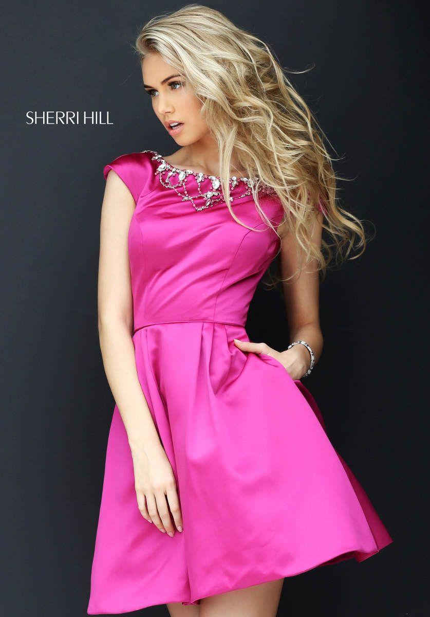 Pretty in #pink. Dein Abendkleid in kurz von #sherrihill gibt es in ...