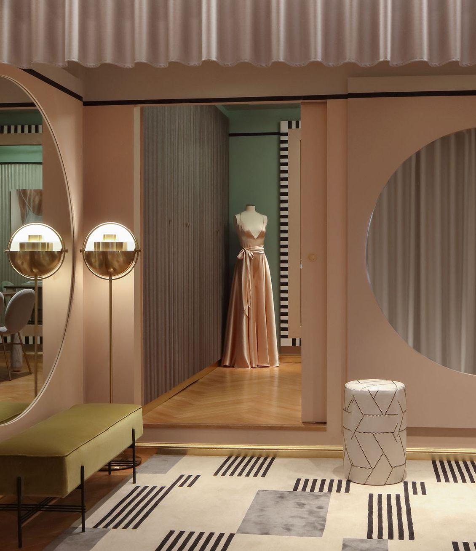 La Boutique Nicolas Fafiotte A Lyon Repensee Tel Un Boudoir Contemporain Par La Decoratrice Cla En 2020 Decoration Luxe Interieur De Luxe Decoration Interieure Moderne