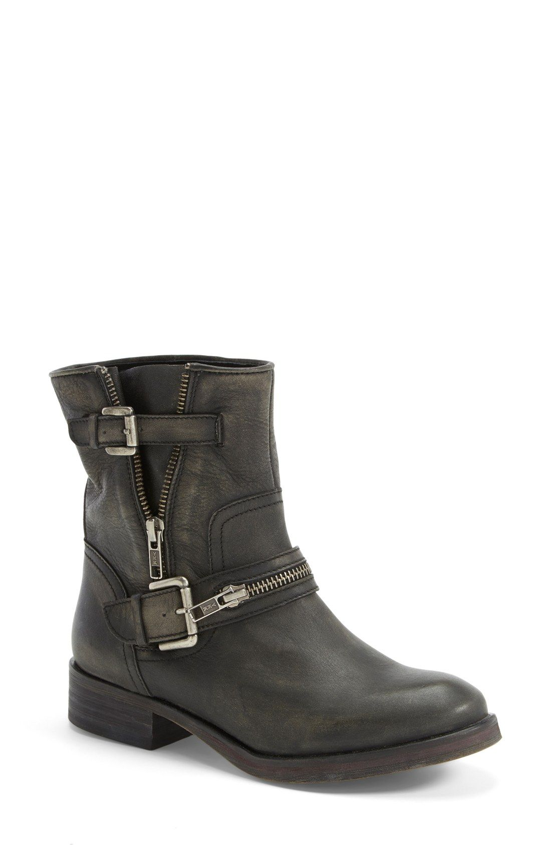 These chunky leather boots are so versatile! Wear them with boyfriend jeans  and a graphic