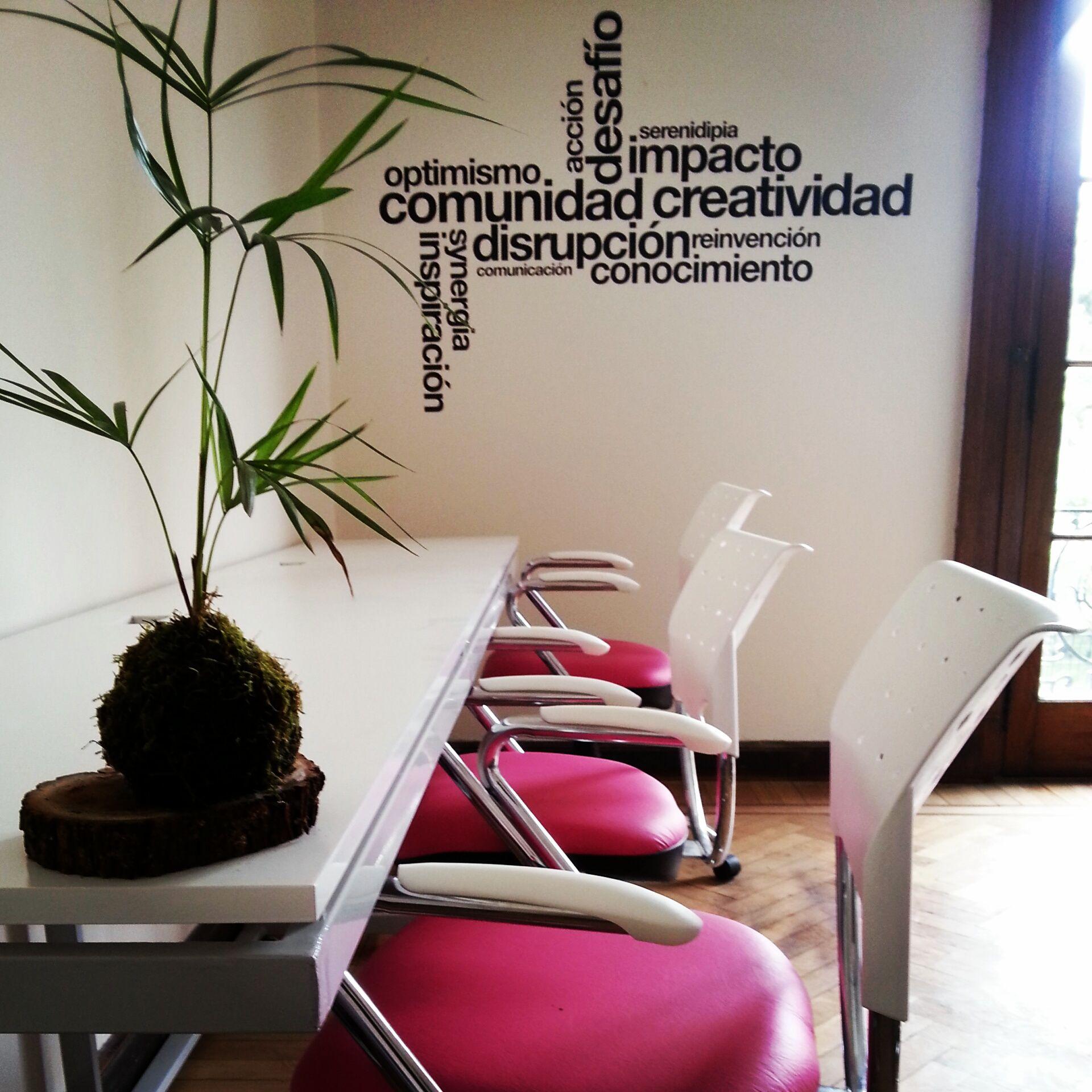 Decoracion creativa de oficina buscar con google for Decoracion de interiores oficinas