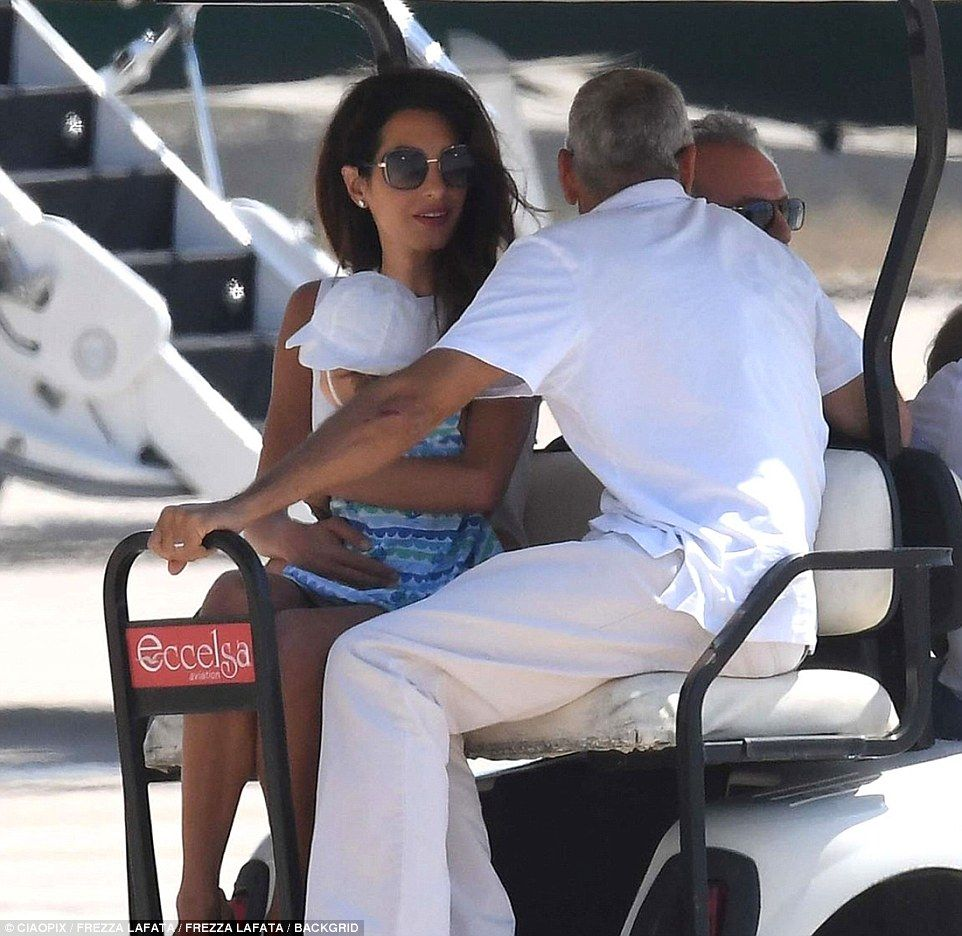 Clooney hobbles onto private jet after Sardinia