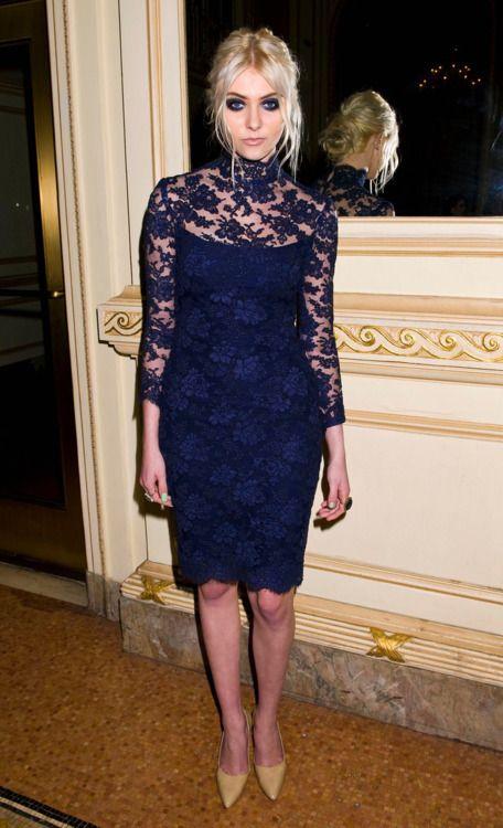 Look vestido azul marinho curto