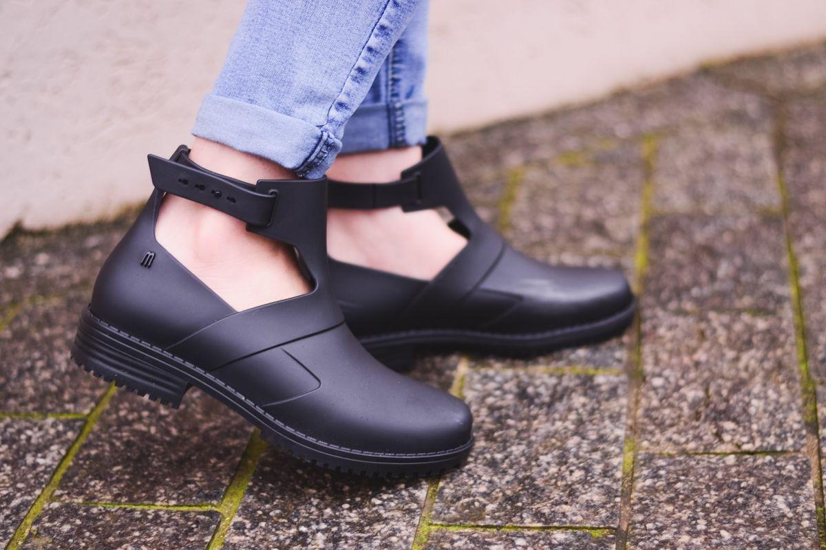 094b7b821 Vestuário De Escola Bonito, Sapatos Melissa, Sapatos Femeninos, Sandálias  Melissa, Chiclete,
