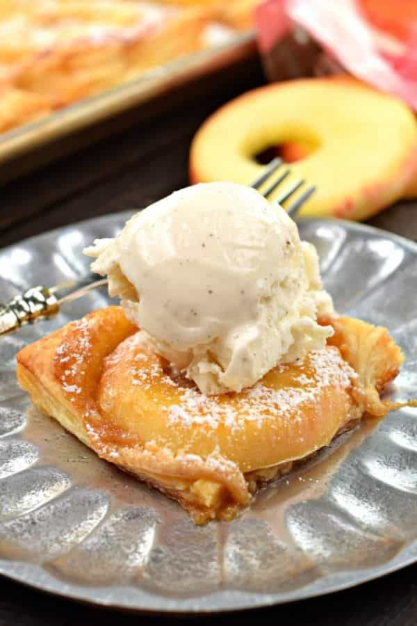 This Apple Cream Cheese Tart highlights the flavors of the - küche selbst gestalten