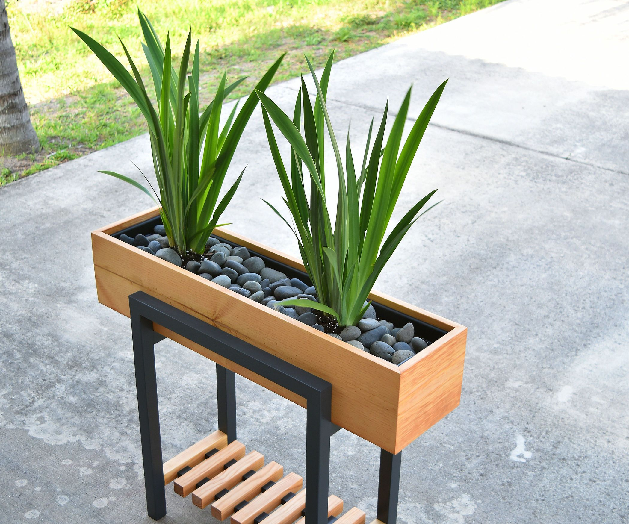 HOW TO MAKE a RAISED PLANTER BOX is part of House plants decor, Plant decor, Diy plants, Modern plant stand, Diy plant stand, Raised planter - HOW TO MAKE a RAISED PLANTER BOX I have made a few planters, but this is by far my favorite one This could be made for interior or exterior  Since this was made for indoors, I used pond liner and a plastic planter box  I used pine lumber, so I didn't want the lumber to have direc