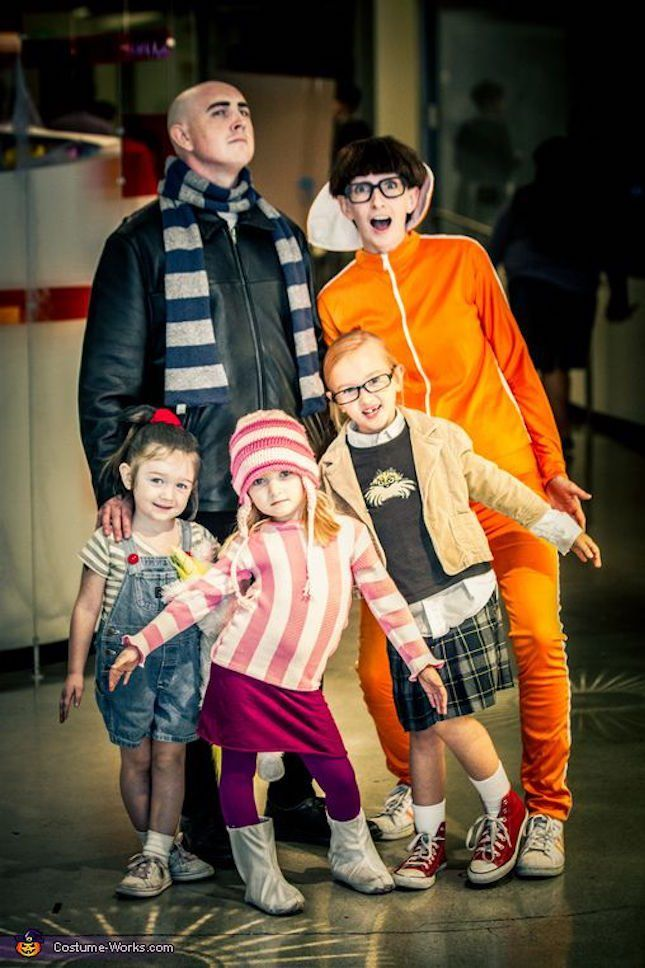 cute family costume idea from despicable me cosplay group