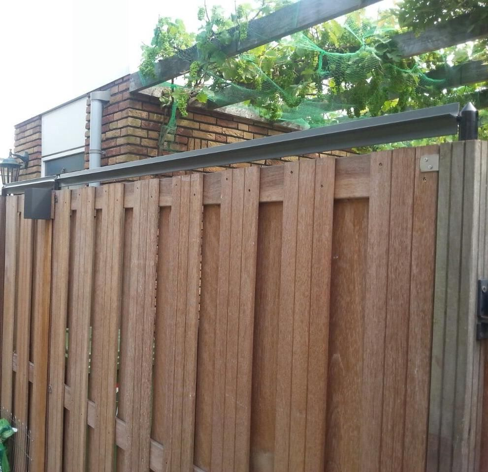 Oscillot® Cat Containment Fence System Gallery