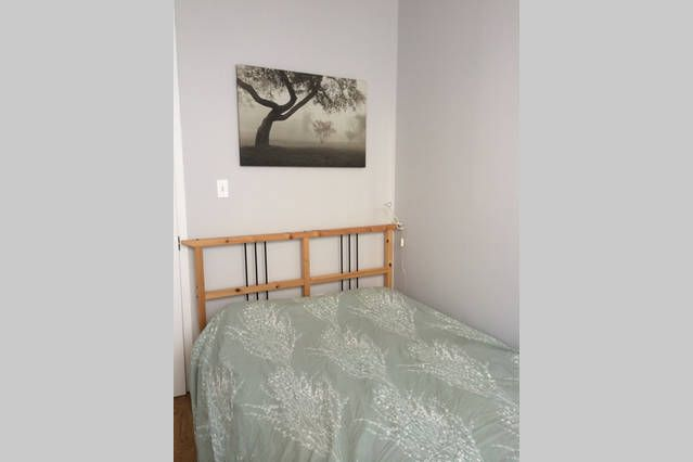 Bright & Classy 1 Bed in Brooklyn | Airbnb Mobile