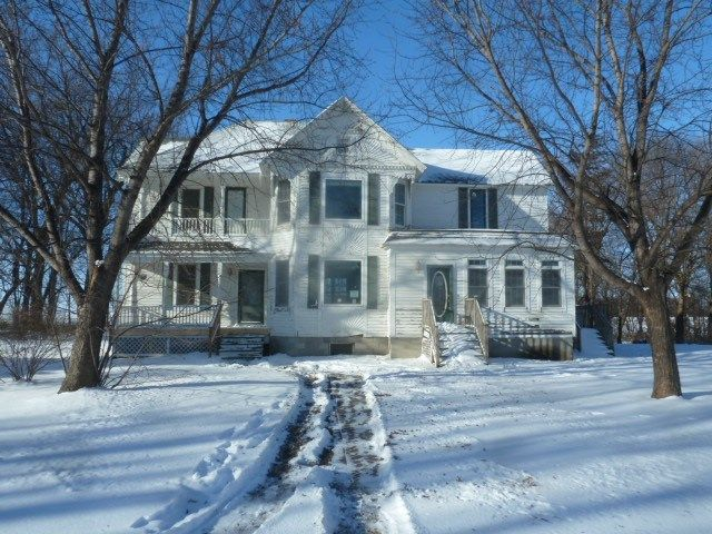 Stewart MN Farmhouse for Sale - I love this farmhouse!