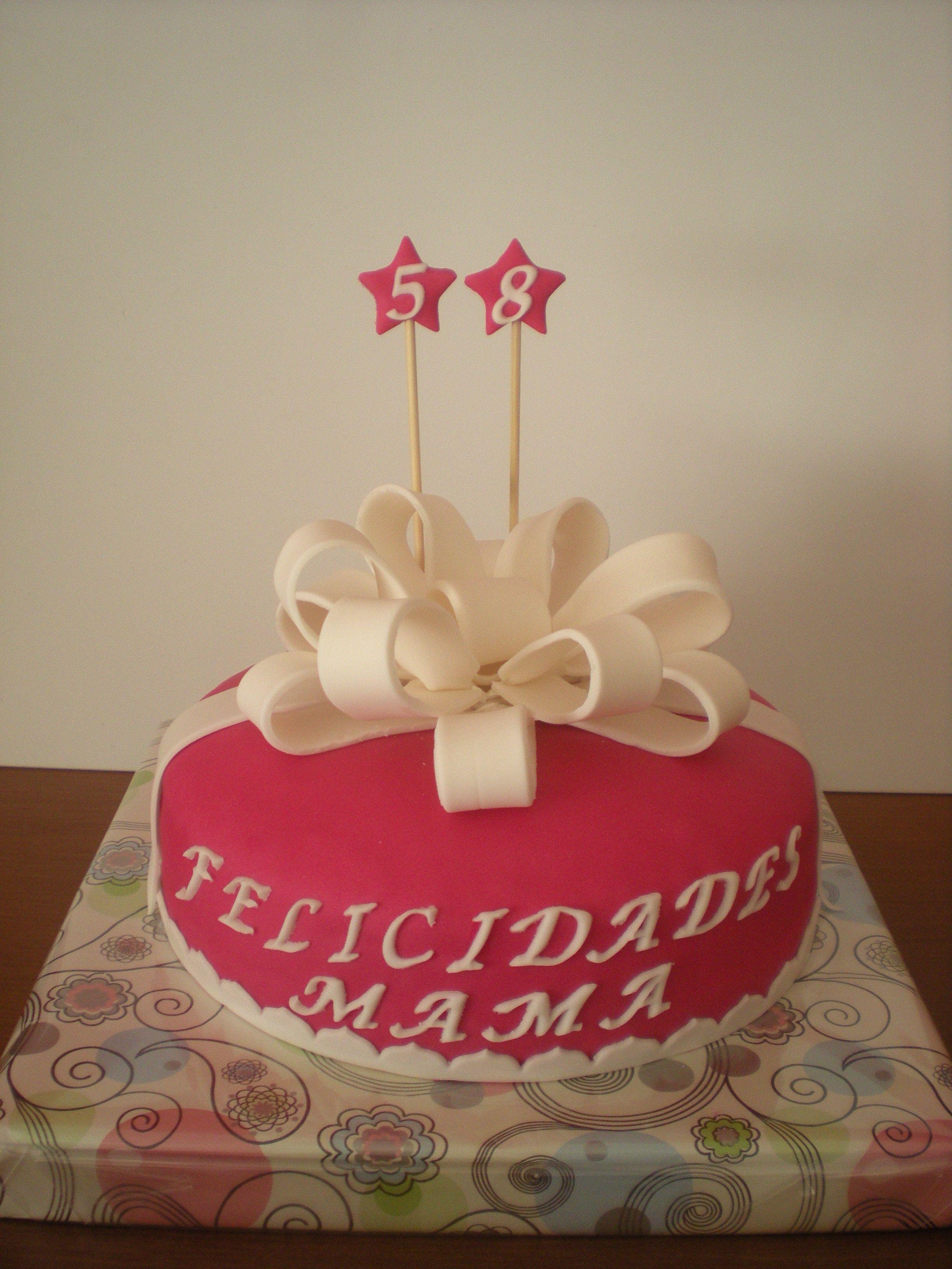 tarta elegante para celebrar el cumpleaos de su madre felicidades