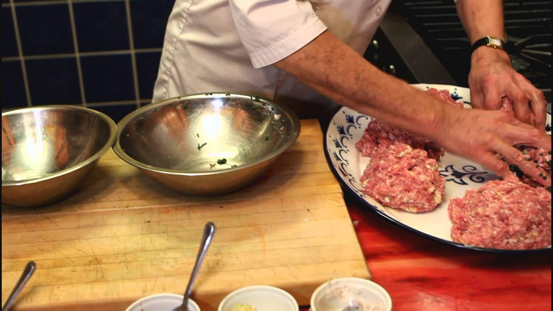 Comment faire des saucisses maison recette de saucisses maison - Comment cuisiner une andouillette ...