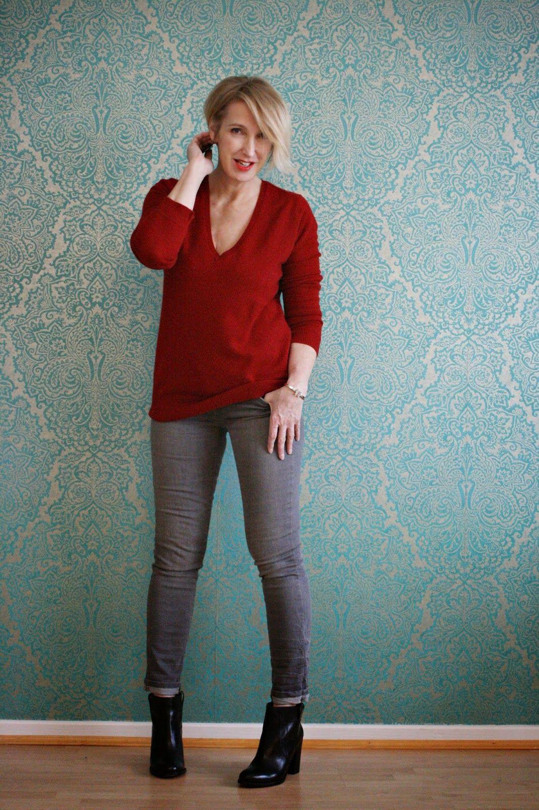 Roter Kaschmir-Pullover auf grauer Jeans | Claudia ...