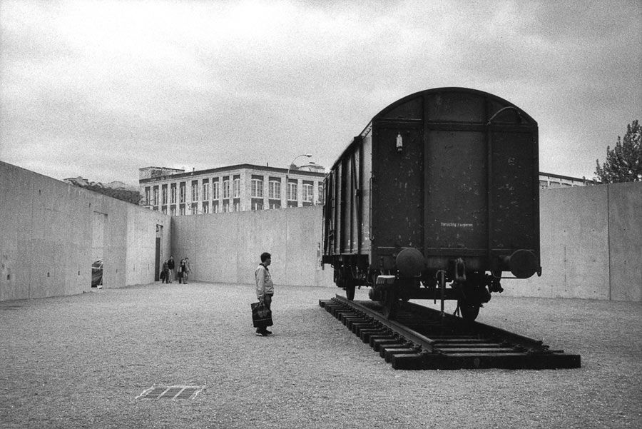 "Marc Riboud ""Freight train"", installation of Yoko Ono at"