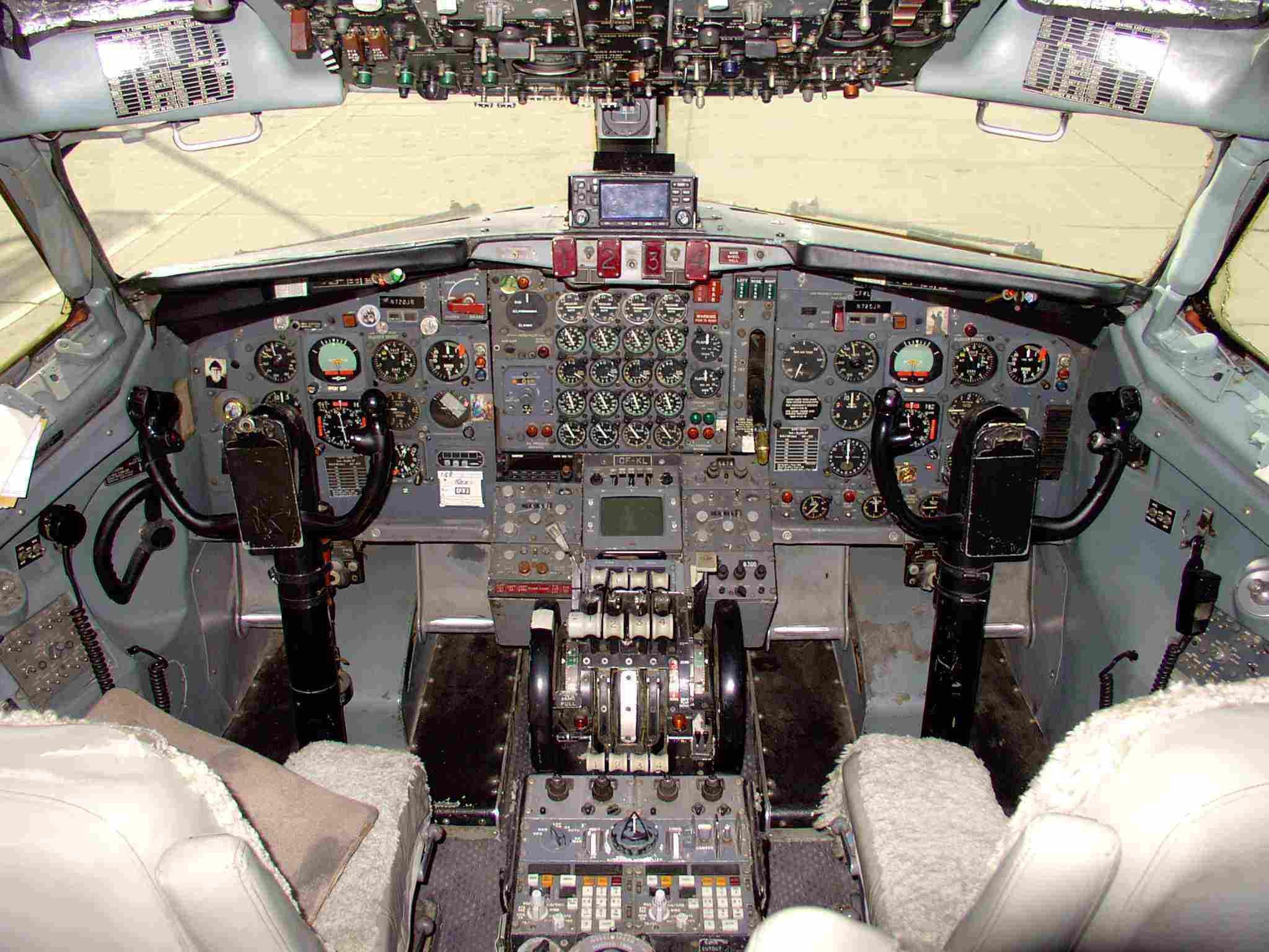 Commercial Pilot Wallpaper Hd Image Result For Boeing 707 Cockpit Aircraft Pinterest
