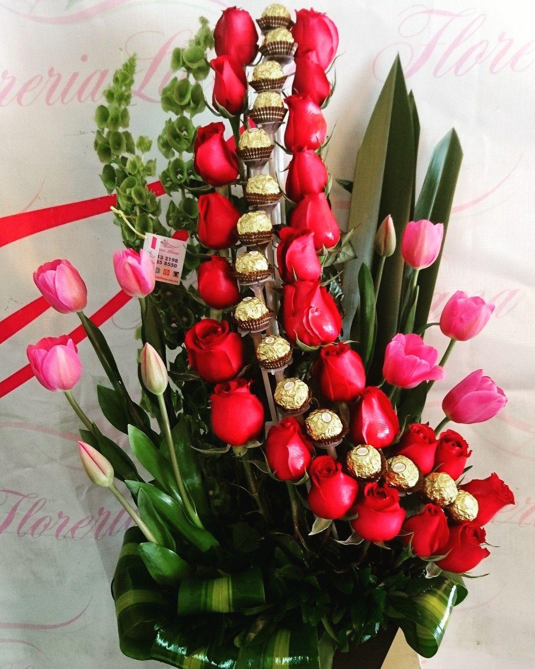 Arreglo Floral De 24 Rosas Rojas Chocolates Ferrero Y 10