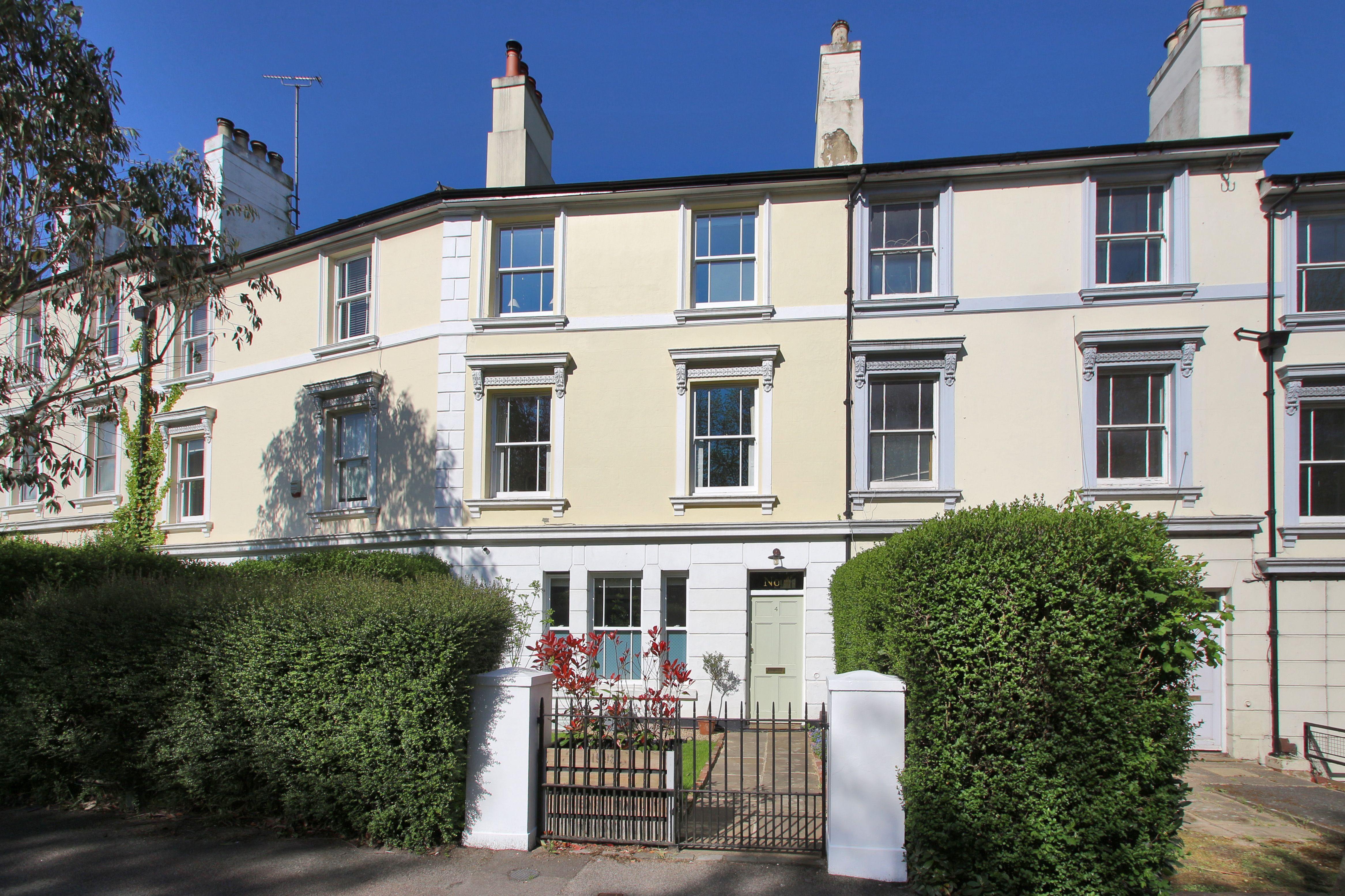 1b680dd7fe585a9dfa39f5b93f146458 - Windsor Gardens London House For Sale