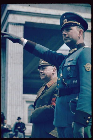 reinhardhimmler: 卐 SS-Oberst-Gruppenführer und Generaloberst der Polizei Kurt Daluege (Right)