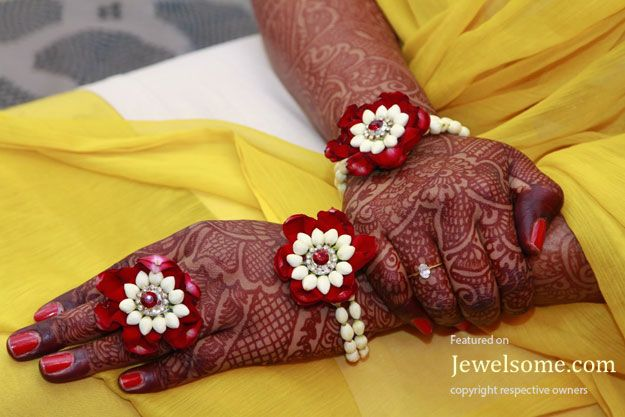 Mehndi And Mayon Decoration : Jasmine and rose flower jewellery for mehndi function gota