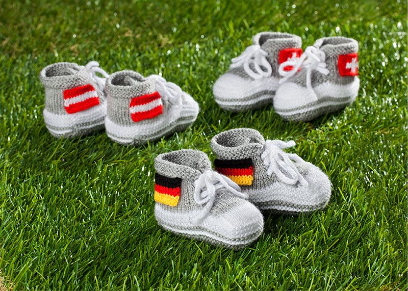 Photo of Stricken für junge Fans: Baby-Sneakers