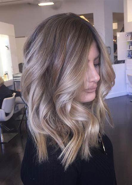 Lockiges, mittelgroßes, beige blondes Haar #beige... - #Beige #blond #blondes #Haar #Lockiges #mittelgroßes #mediumlengthhair