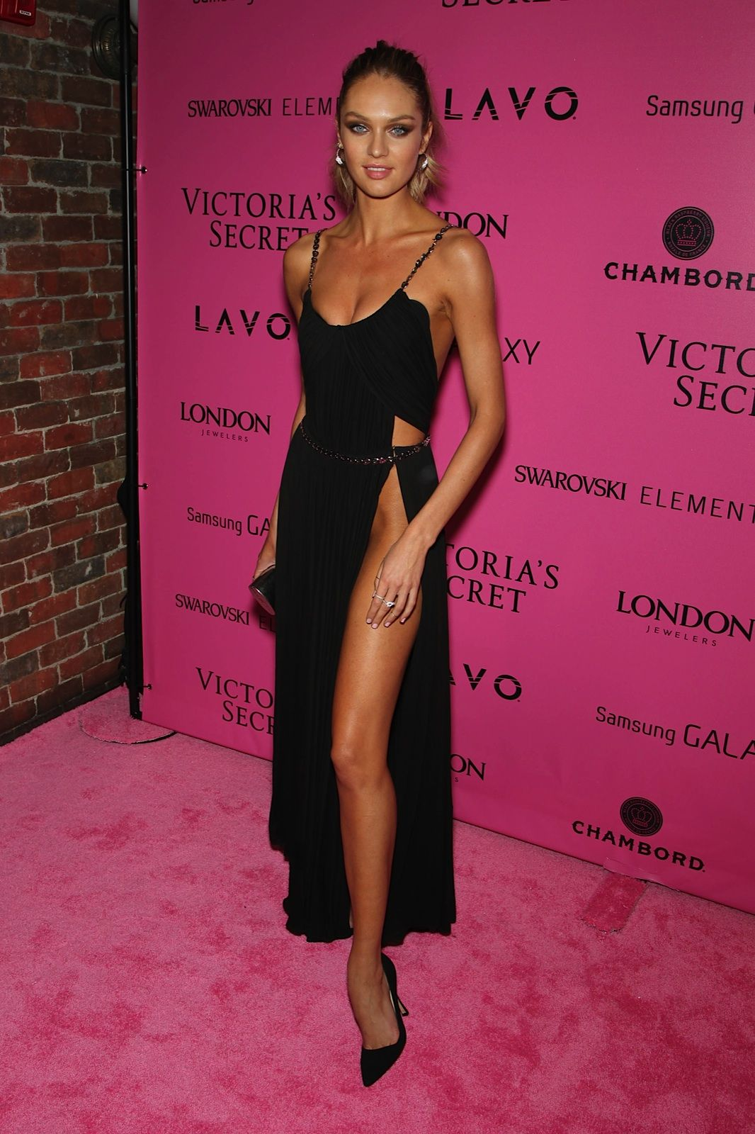 Black dress victoria secret - Victoria S Secret Angel Candice Gets A Leg Waaay Up On The Competition