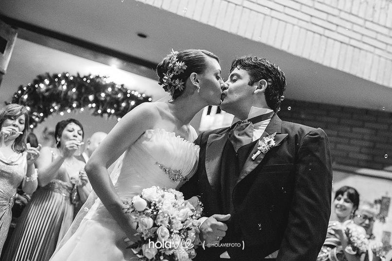 Boda Rebeca + Steven » Holavie Fotografía #kiss #church #wedding #photography #documentary #gettingready #preparation