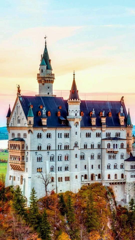 Schloss Neuschwanstein In Bayern Deutsch Macht Spass Places To Travel Neuschwanstein Castle Places Around The World