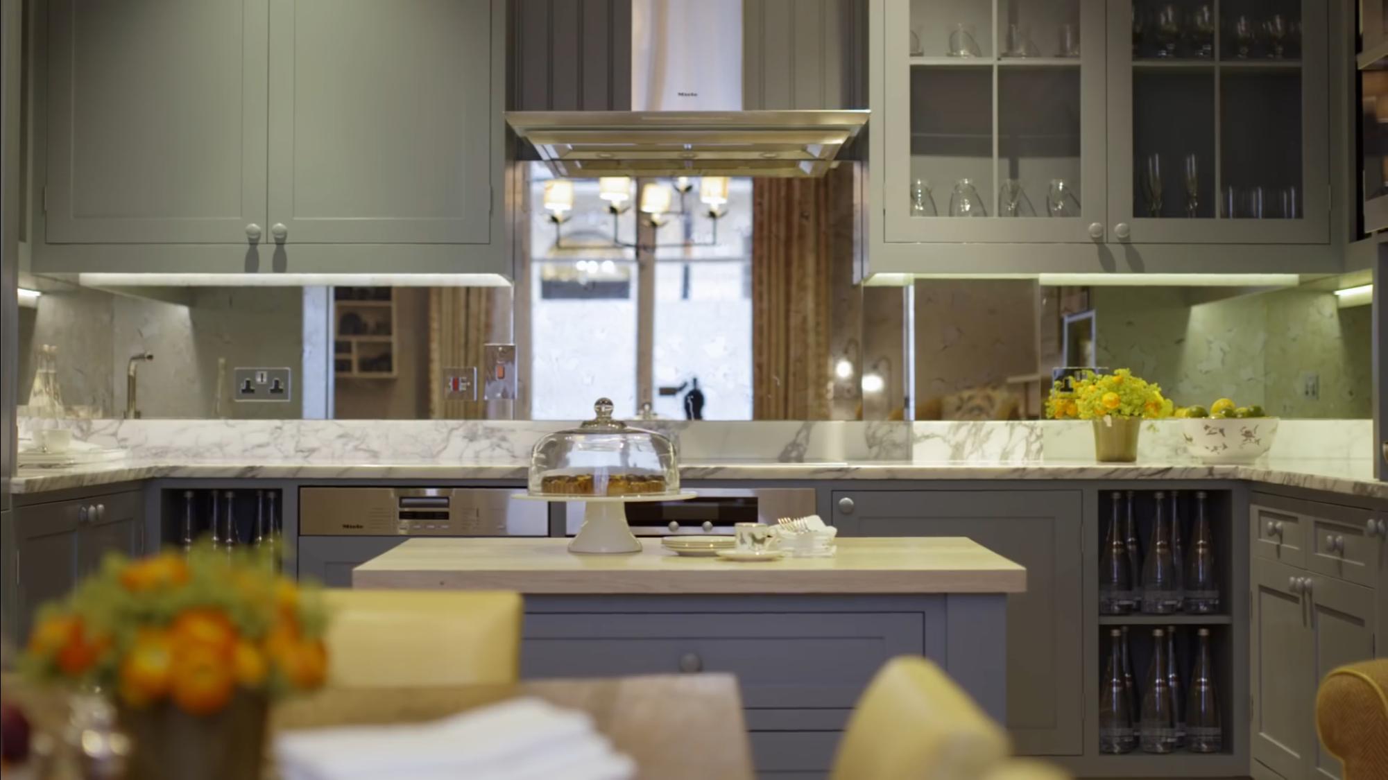 Mirrored backsplash Mirrored backsplash kitchen