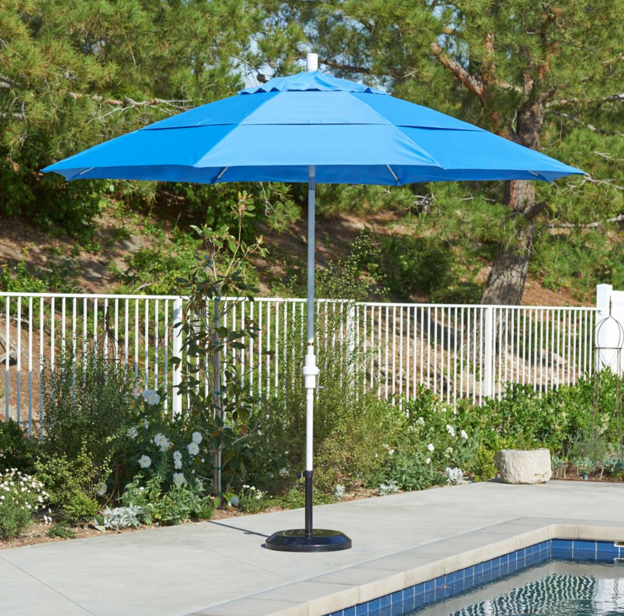 The Industry Standard Has Been Raised By This Extra Large 11 Foot California Market Umbrella This Umbrella Offers All The Patio Patio Umbrella Patio Umbrellas