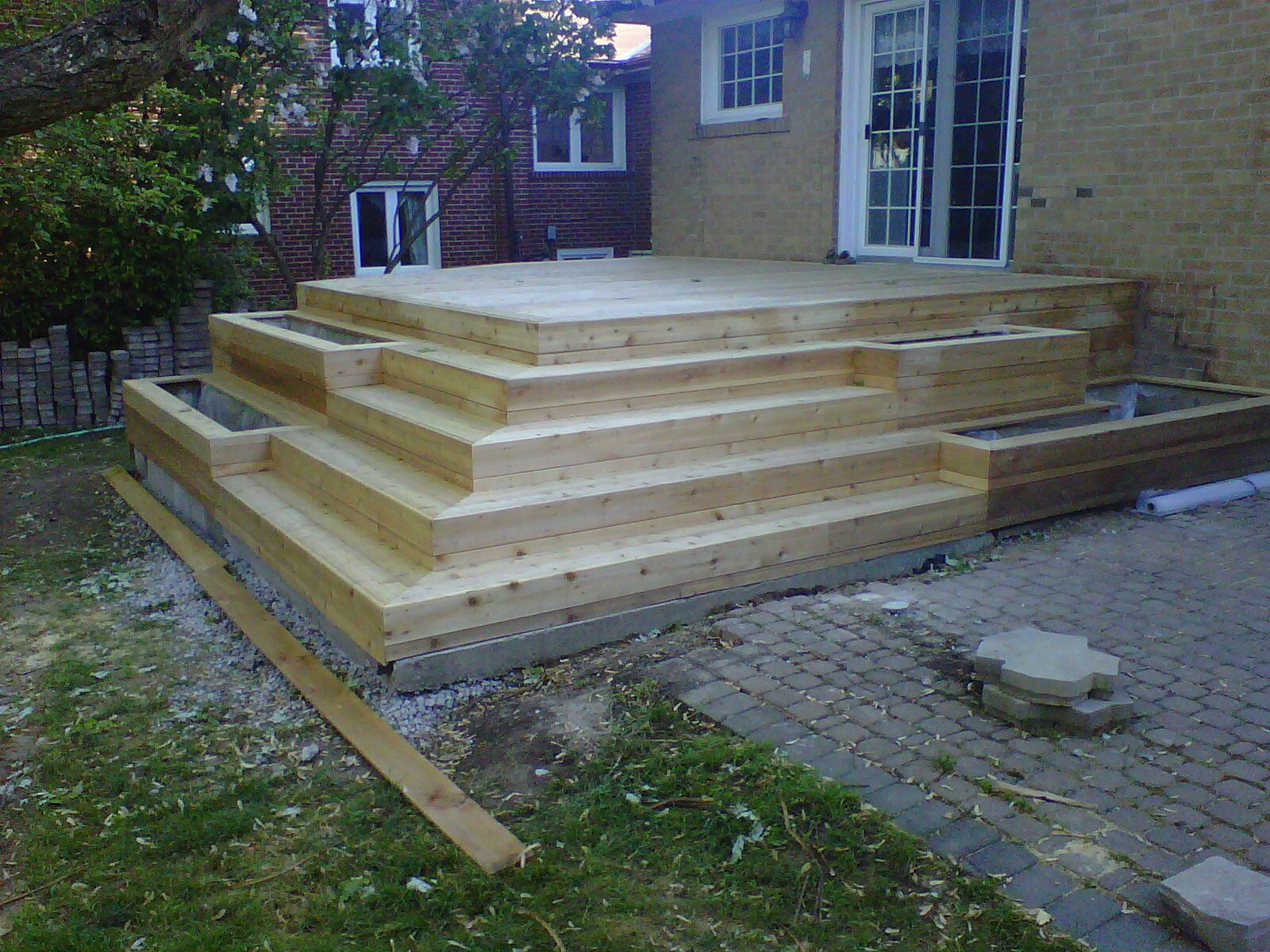 Stairs with planters hage pinterest stairs decks for Box steps deck