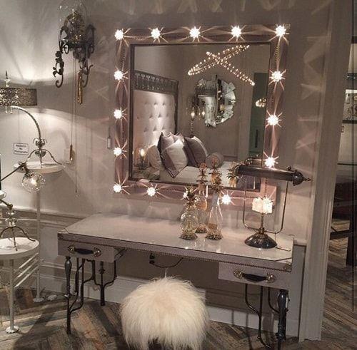 15 fantastische und unglaubliche Kosmetikspiegel mit Lichtern für Schlafzimmer Ideen - Wohn Design