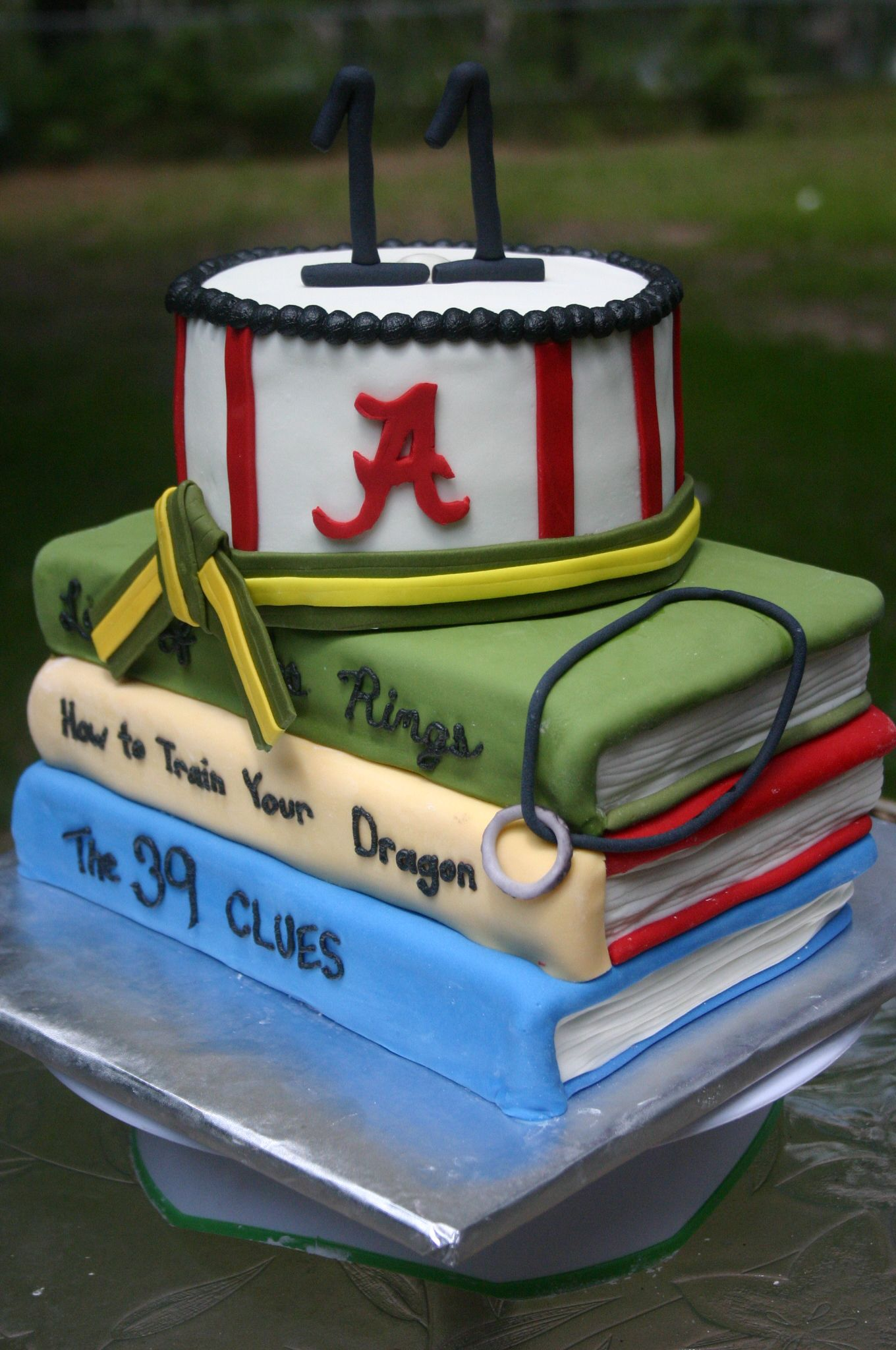 39 Clues Cake Idea Also She Loves Books Saras Birthday