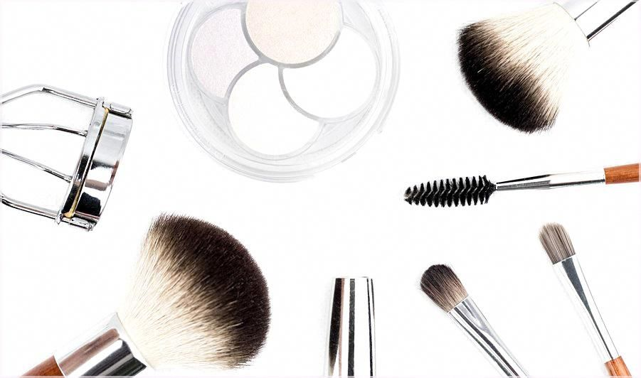 Photo of Makeup and Prom Dresses: Blending for Beauty!