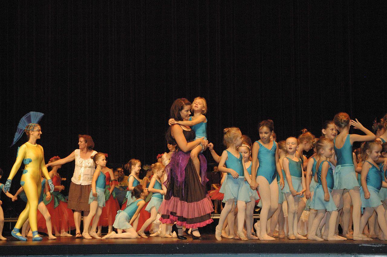 Onstage Children http//ballet.frontline.today/gallery/195