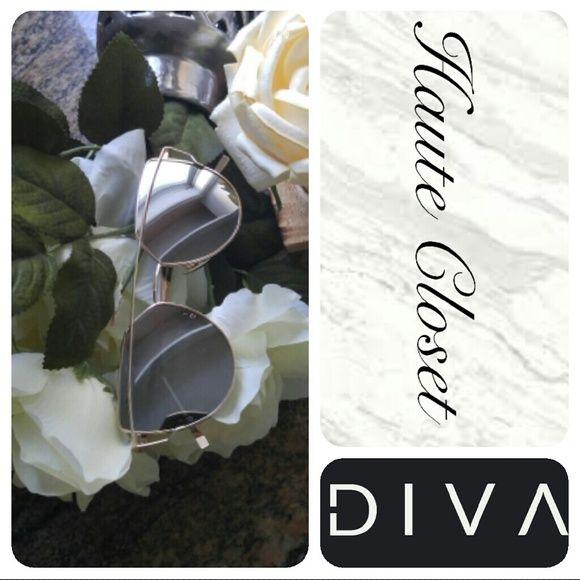 Mirrored Sunnies Mirrored Sunnies with gold brim detail; super cute summer accessory! Accessories Sunglasses