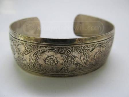 Absolutely Lovely Vintage Sterling Silver Dancecraft Bracelet. Just take a look at that great detail!