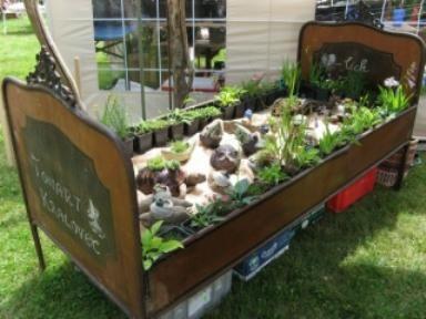 ein bepflanztes bett gesehen auf einer gartenveranstaltung gartenideen bepflanzte objekte. Black Bedroom Furniture Sets. Home Design Ideas