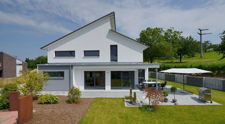 modernes Haus mit versetztem Pultdach Modernes haus