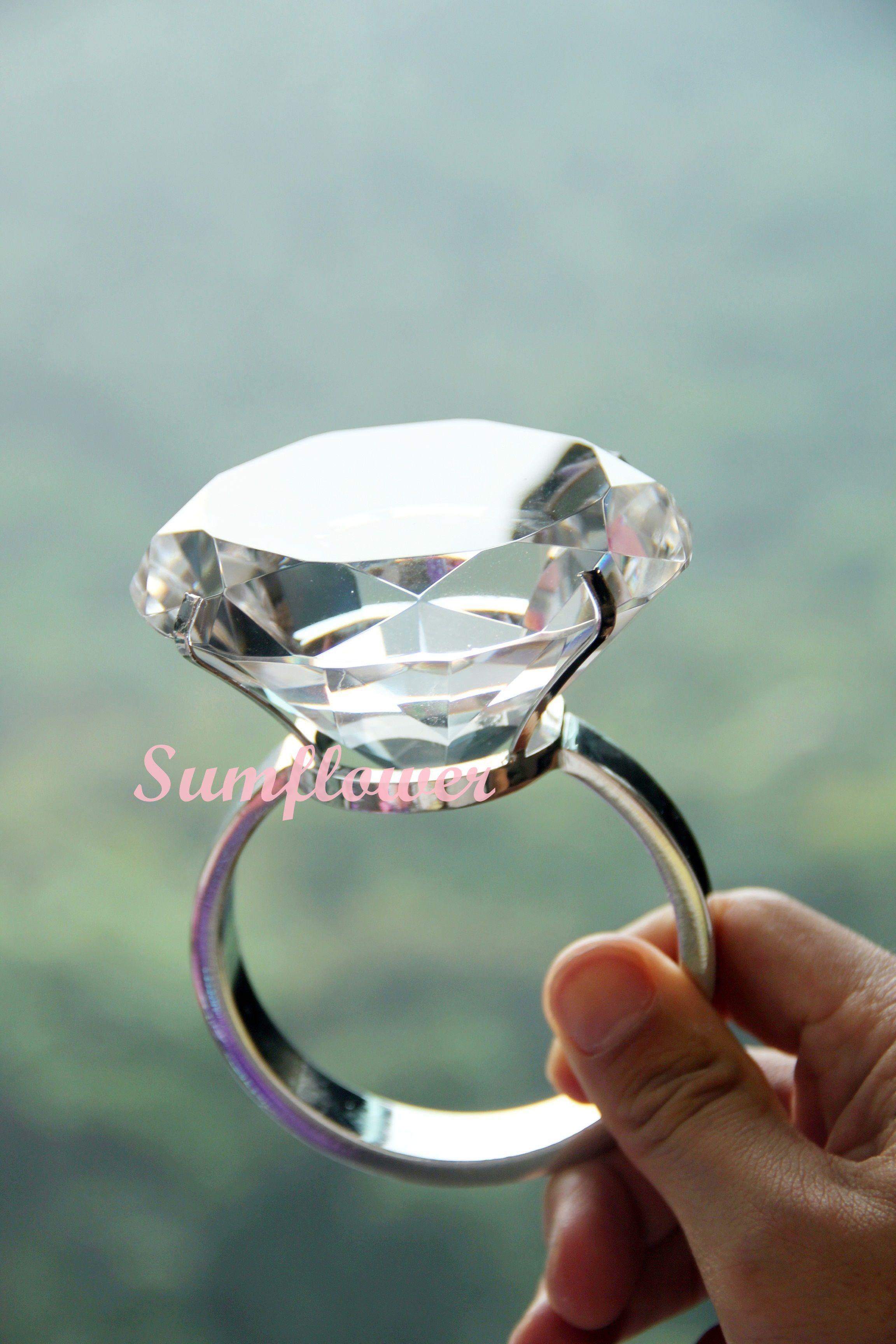 Big Plastic Diamond Ring Diamond Diameter : 8 Cm 超大粒仿鑽石戒指 仿鑽石