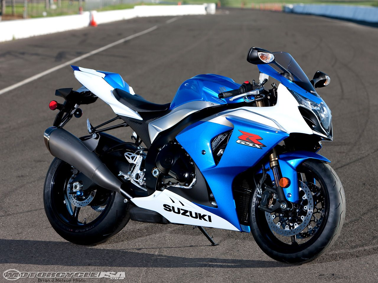 2009 suzuki gsx r1000 smackdown track test motorcycles. Black Bedroom Furniture Sets. Home Design Ideas