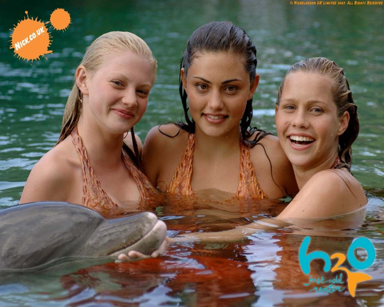 Ausmalbilder H2o Plötzlich Meerjungfrau Emma : Omg Phoebe Tonkin Claire Holt From The Vampire Diaries The