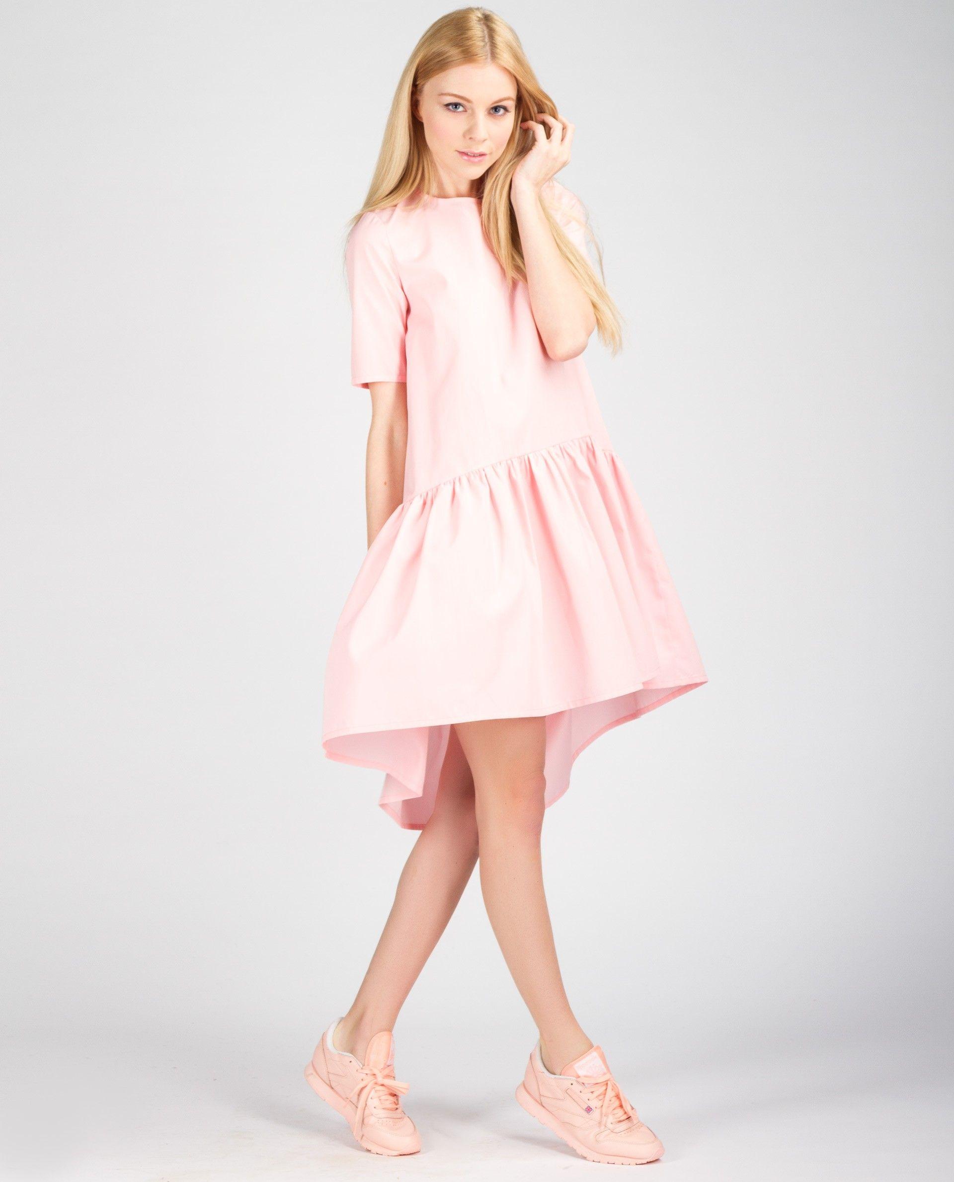 Короткое платье с воланами по низу