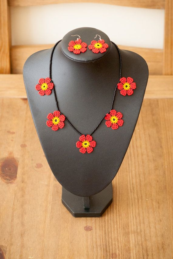 Etsy の Mexican Huichol Beaded Necklace Flowers by thebumblebeaduk