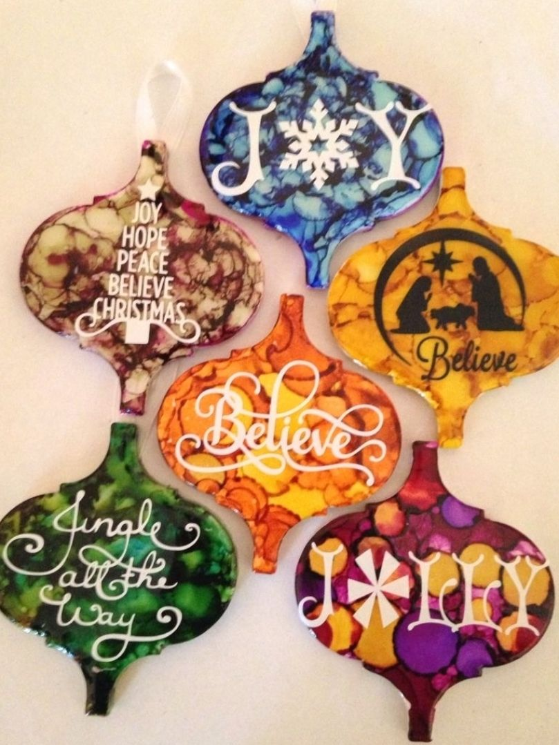 Ceramic Tiles Alcohol Ink And Vinyl Vinyl Christmas In 2021 Christmas Ornament Crafts Painted Christmas Ornaments Holiday Crafts