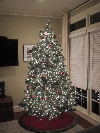 How To Put Lights On Your Christmas Tree To Make It Look