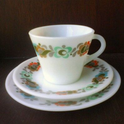 Vintage JAJ Pyrex Carnaby Tempo Cup & Saucer  and tea plate Trio Set. £9.00, via Etsy.