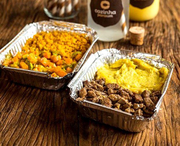 Virgínia Chaves, do Cozinha Pra Um, prepara picadinho de filé mignon com purê de banana e farofa  e curry de legumes com leite de coco e couscous marroquino, para os vegetarianos (Foto: Divulgação)