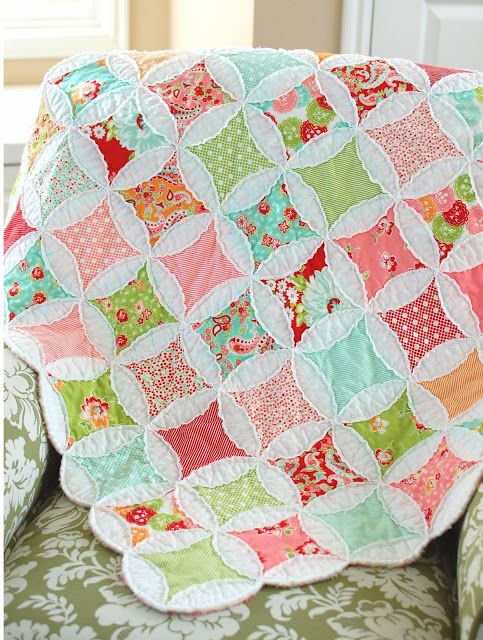 Raw-edge cathedral window blocks from cottonway.blogspot.com. This ... : cathedral window rag quilt - Adamdwight.com