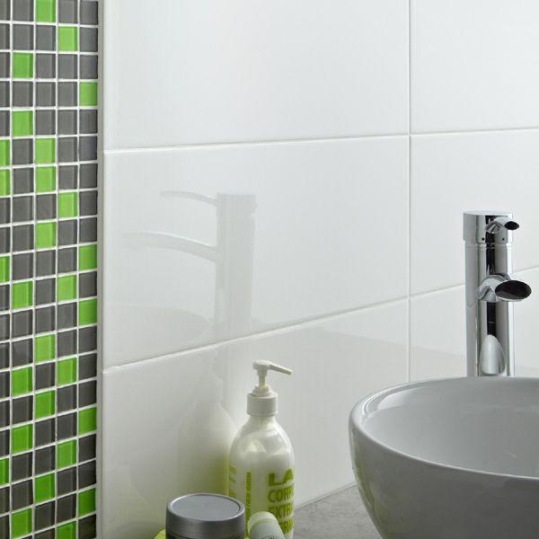 Carrelage mural loft blanc brillant et mosa que vert gris carrelage et rev tements muraux - Carrelage blanc brillant salle de bain ...
