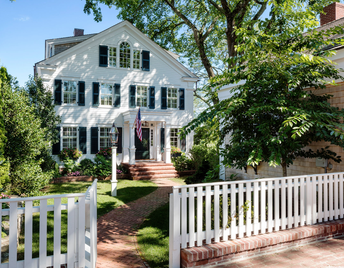 Flat Capped Fence Brick Base In 2020 White Picket Fence House Harbor House Greek Revival